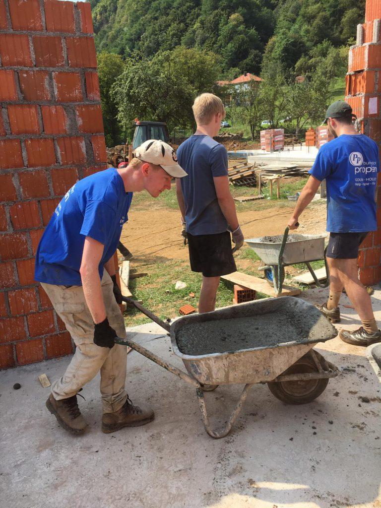 jongeren aan de slag zorgcentrum weduwen Srebrenica